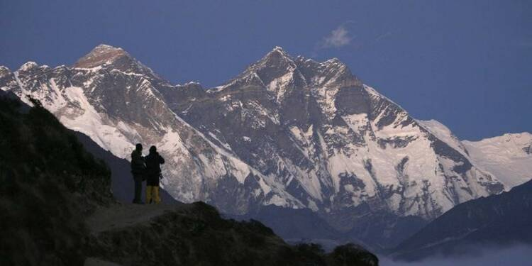 Retrait d'expéditions, doutes sur les ascensions de l'Everest en 2014