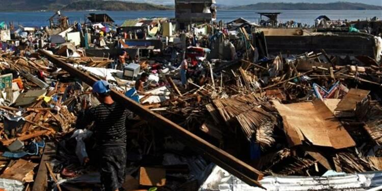 Les rescapés du typhon Haiyan commencent à reconstruire