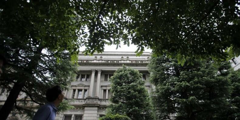 La Banque du Japon maintient sa politique et évoque un début de reprise