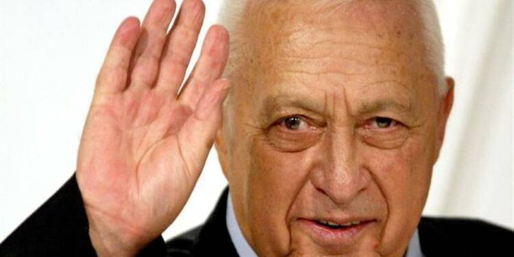 Ariel Sharon s'accroche à la vie, disent les médecins