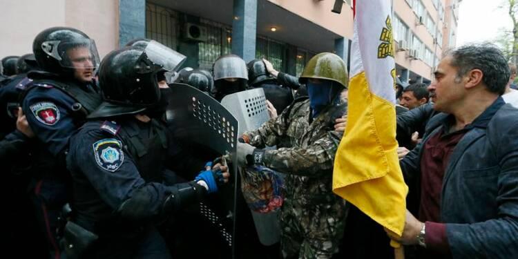 Des prorusses attaquent un bâtiment de la police à Odessa