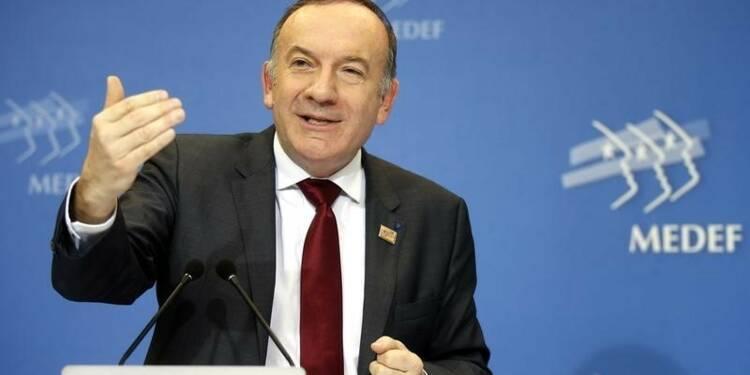 """Le président du Medef évoque la piste d'un """"smic intermédiaire"""""""
