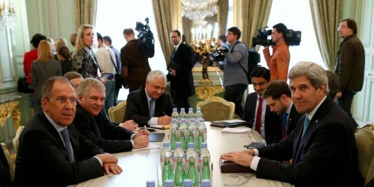 Ballet diplomatique à Paris pour sortir de la crise en Ukraine