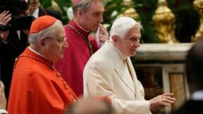 Présence surprise de Benoît XVI à une cérémonie à Saint-Pierre