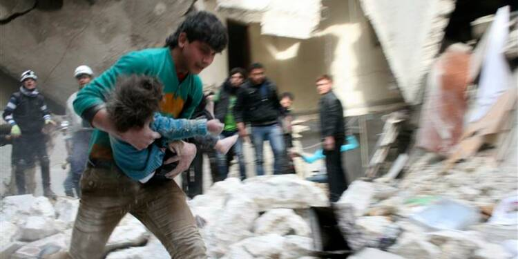 Bombardements et combats entre factions rebelles à Alep