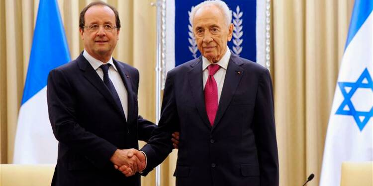 """La France ne cédera pas"""" sur le nucléaire iranien, dit Hollande"""