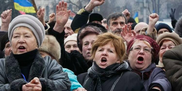 Les manifestants ukrainiens maintiennent la pression