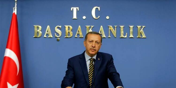 Erdogan remanie le gouvernement turc pour désamorcer la crise