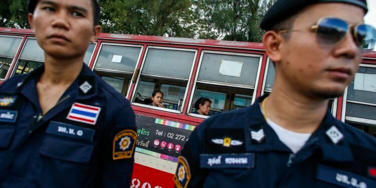 Les forces thaïlandaises dans la rue pour prévenir les manifestations