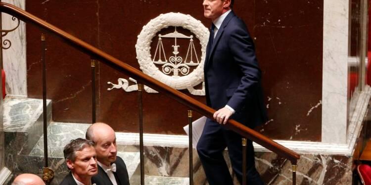 L'ère Valls enracinée malgré la division de son camp