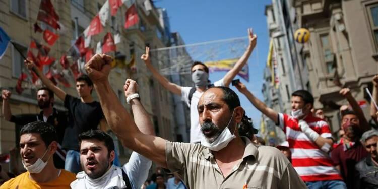 Nouveaux heurts entre manifestants et policiers à Istanbul