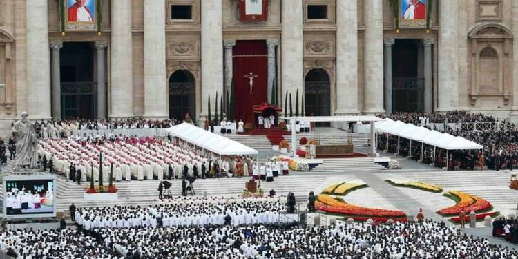 Deux canonisations entre ferveur et controverse