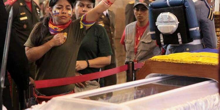 Les Vénézuéliens rendent hommage à Chavez, obsèques vendredi