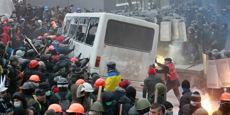 L'opposition ukrainienne défie les lois anti-manifestations