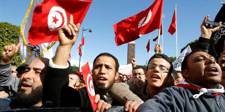 Des dizaines de milliers d'islamistes manifestent à Tunis