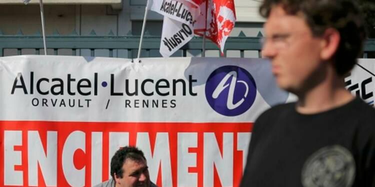 Hollande entend réduire les suppressions d'emplois chez Alcatel