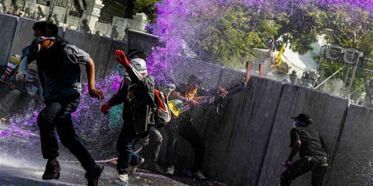Nouveaux heurts entre policiers et manifestants à Bangkok