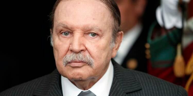 Le président algérien Bouteflika hospitalisé à Paris après un AVC