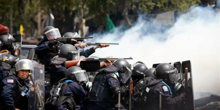 Heurts sanglants à Bangkok, la chef du gouvernement inculpée