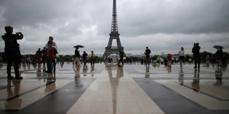 """La Tour Eiffel évacuée après un """"appel malveillant"""""""