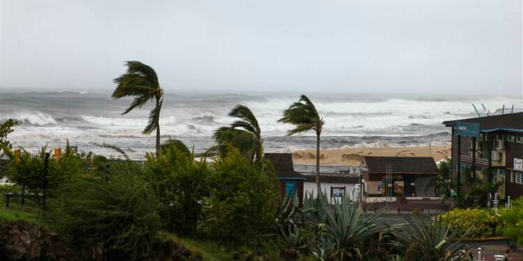 La Réunion en alerte rouge à l'approche du cyclone Bejisa