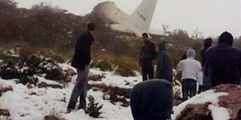 Plus de 100 morts dans le crash d'un avion militaire en Algérie