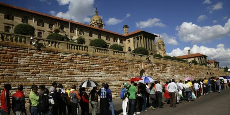 Le corps de Mandela transporté à la présidence sud-africaine