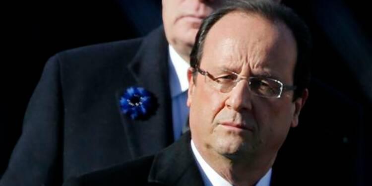 """Hollande hué, """"c'est la République que l'on vise"""", juge Ayrault"""