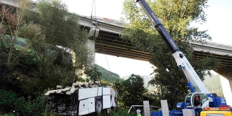 Un autocar plonge dans un ravin en Italie, 36 morts
