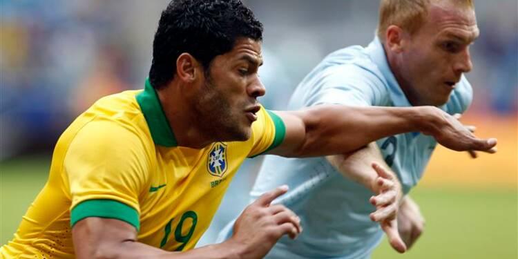 Football: la France s'incline lourdement au Brésil