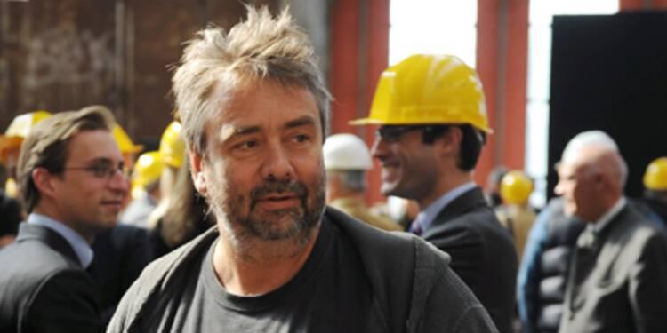 """""""Urgent, loue studios de  cinéma. Pas cher. Contact Luc Besson"""""""