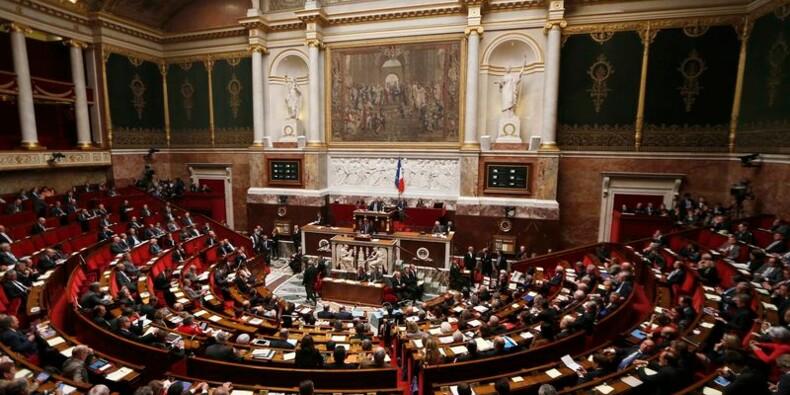 Courte majorité pour le plan d'économies de Manuel Valls