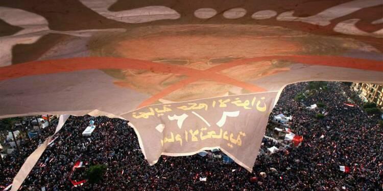 Les Egyptiens descendent massivement dans la rue