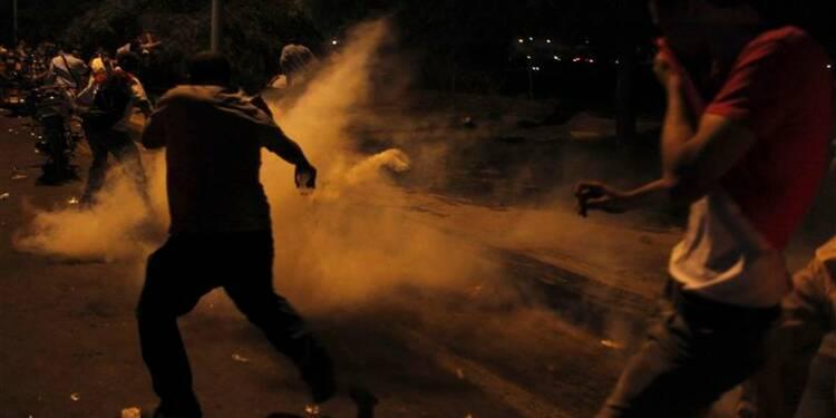 La police utilise des gaz lacrymogènes contre les pro-Morsi