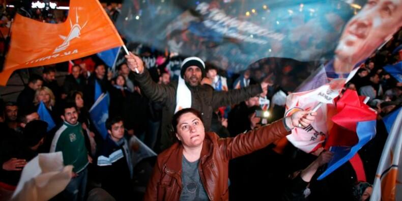 Vainqueur des municipales, Erdogan prépare un tour de vis