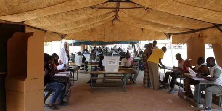 Faible participation au second tour des législatives au Mali
