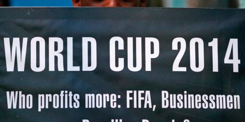 La Coupe du monde au Brésil se mue en menace pour l'économie