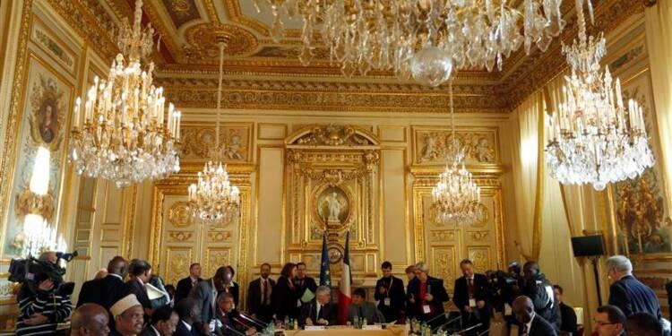 Hollande prend la défense des espèces menacées en Afrique