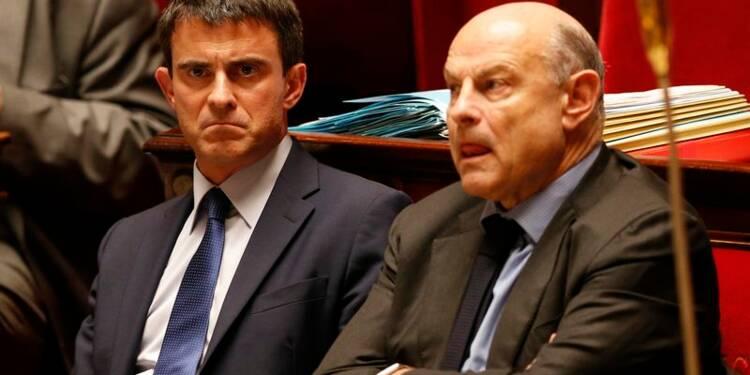 Pas d'alternative politique à gauche, dit Valls à sa majorité