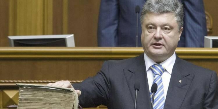 Porochenko investi, les combats continuent dans l'Est ukrainien