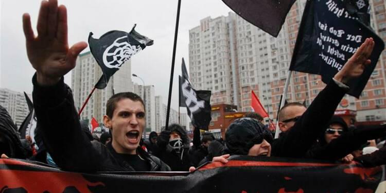 Des milliers de nationalistes russes défilent contre les immigrés