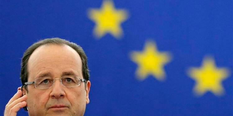 Hollande veut une politique de change pour l'euro