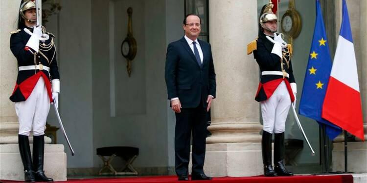 Hollande dit prendre au sérieux de nouvelles menaces d'Aqmi