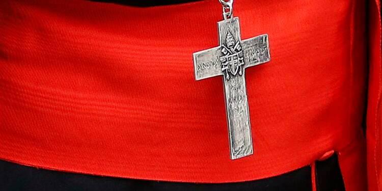 Le Vatican intime le silence aux cardinaux
