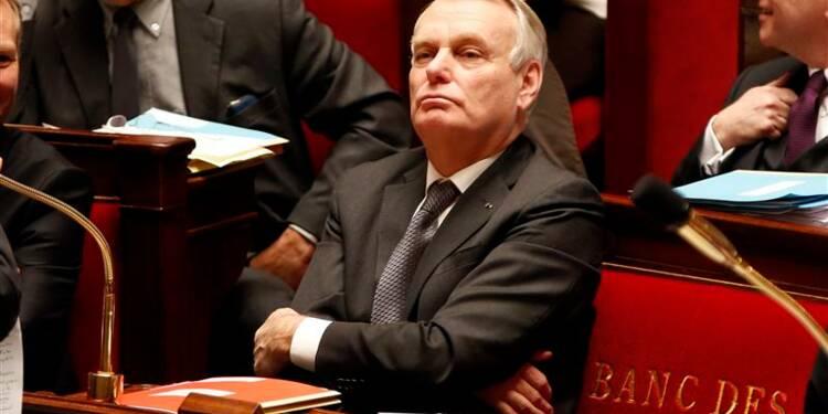 Ayrault oppose son sang-froid aux rumeurs de remaniement