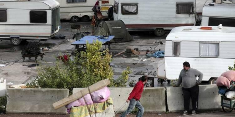 Duflot interpelle Hollande sur les Roms après les propos de Valls