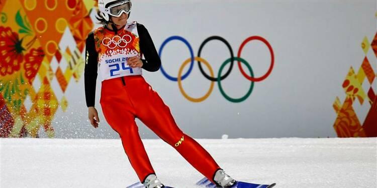 JO: la Française Coline Mattel en bronze au saut à ski