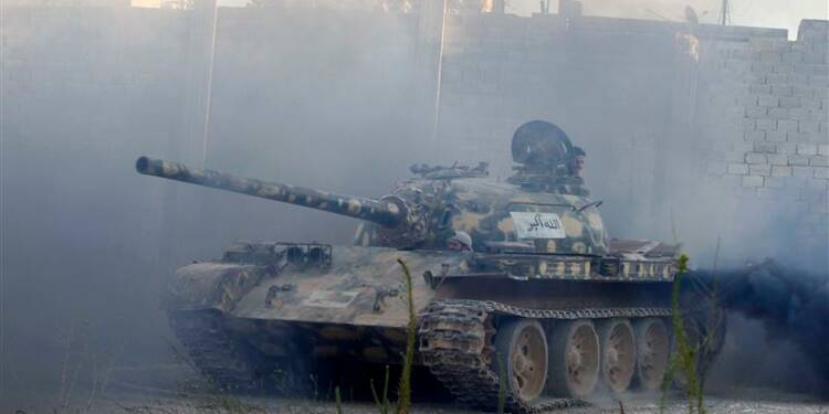 François Hollande entrevoit une solution politique en Syrie