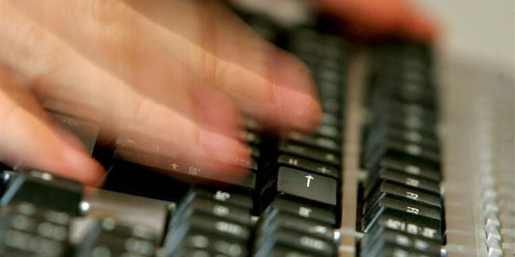 La DGSE espionnerait télécommunications, emails, SMS et internet