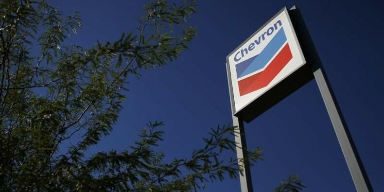 Bénéfice de Chevron en baisse de 27% avec la production